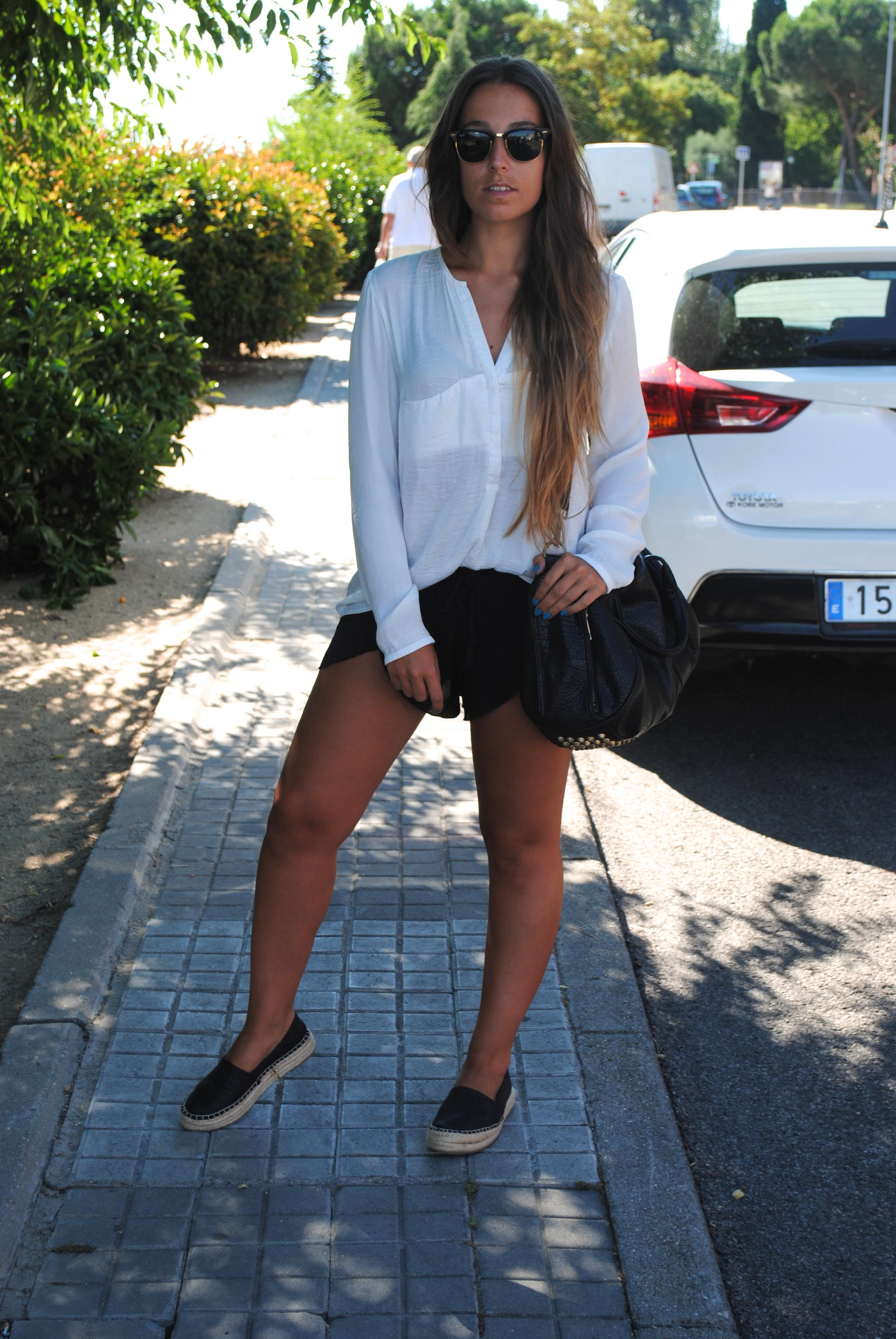 summer monochrome outfit alpargatas