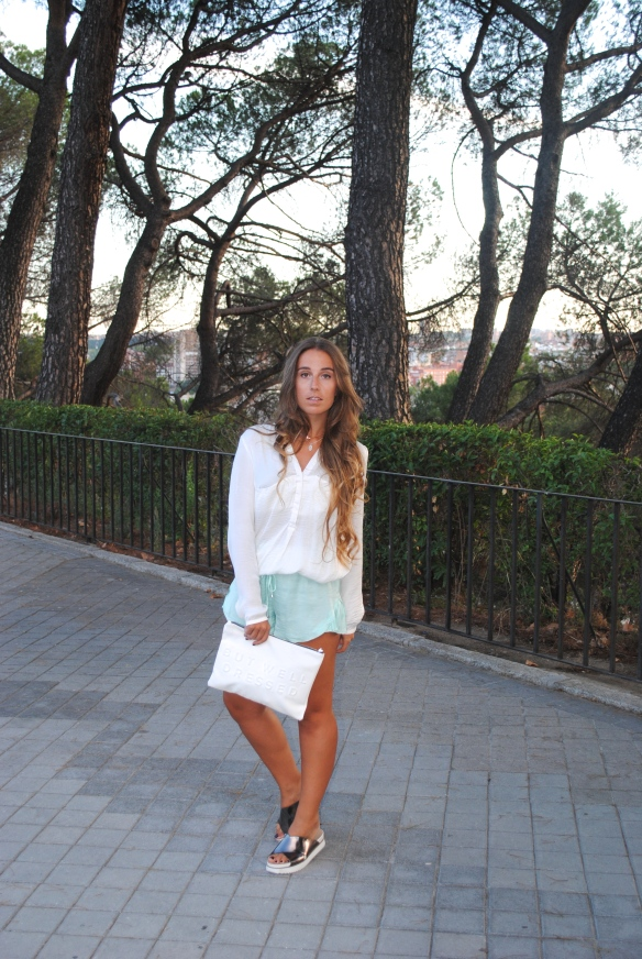 look colores pastel y blanco