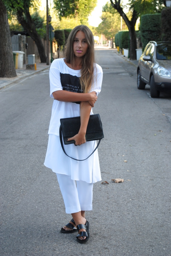 summer monochrome look