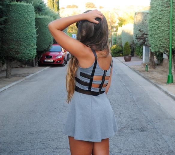 vestido corte espalda
