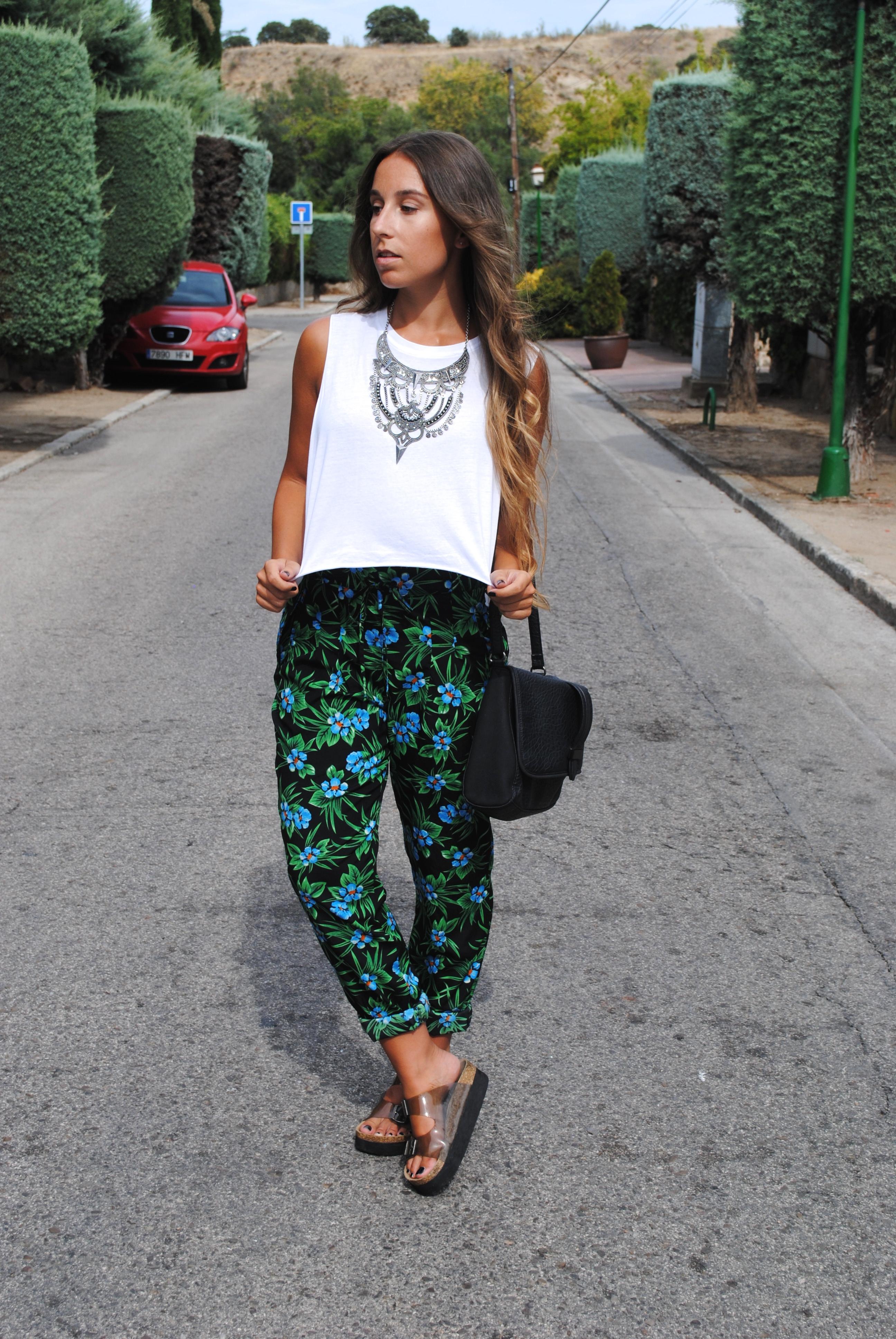 pantalones estampado tropical