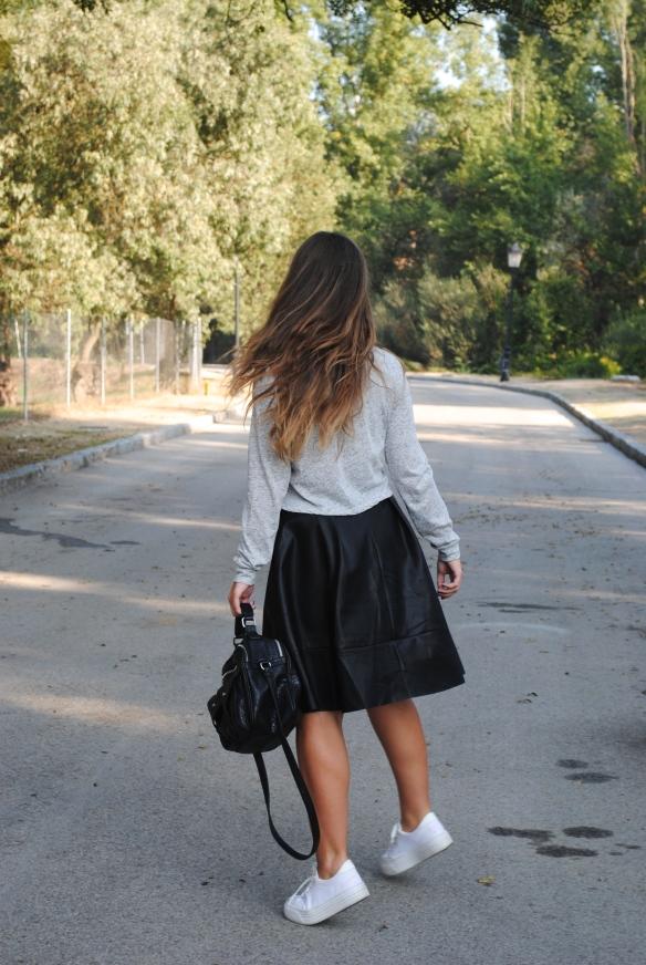 falda polipiel midi