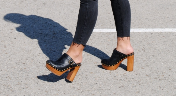 jeffrey campbell clogs