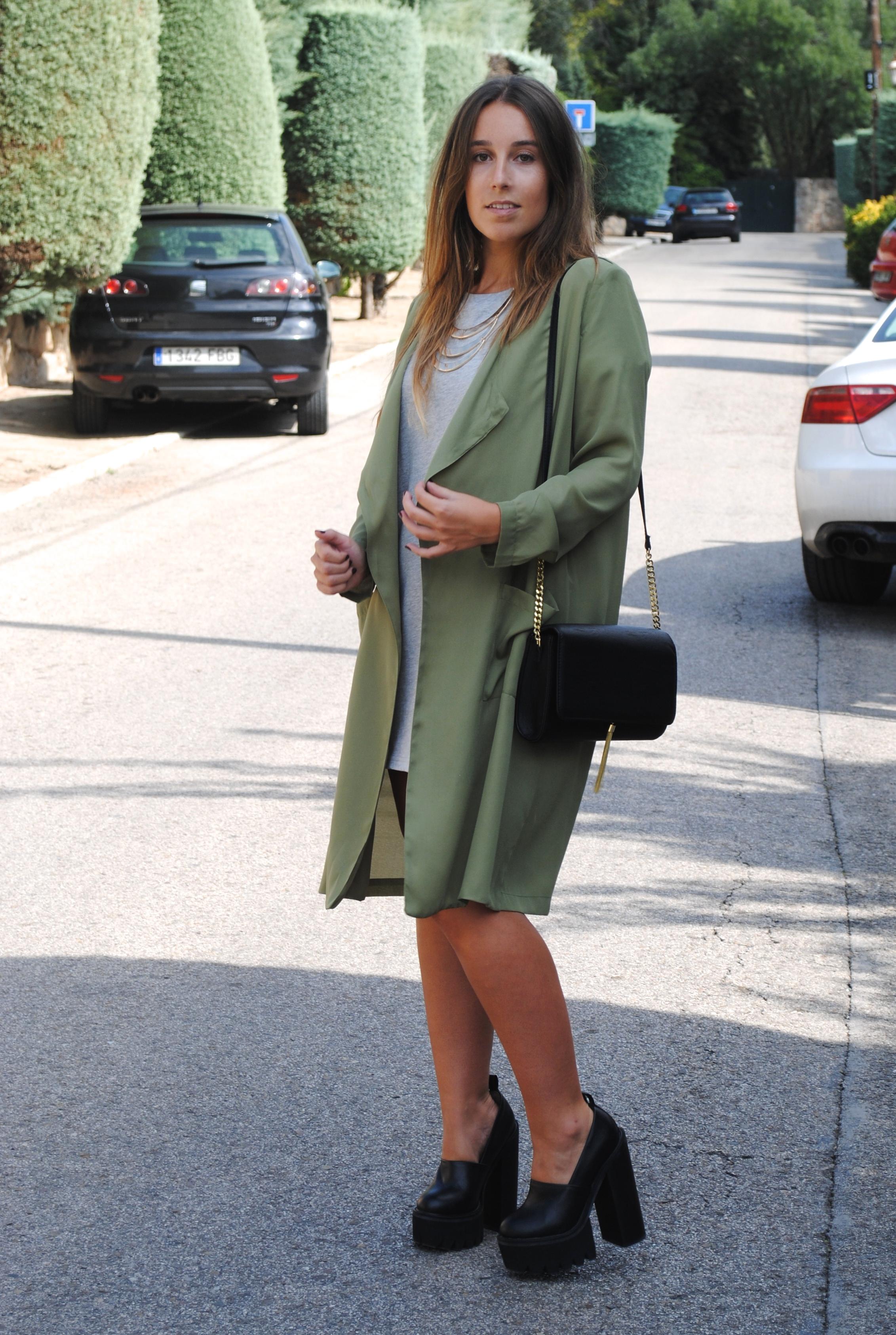 gabardina verde khaki