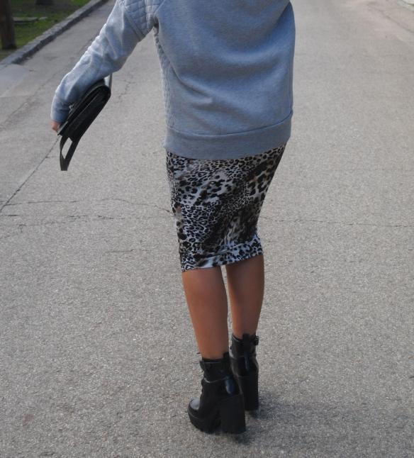 falda lápiz leopardo