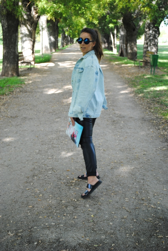 look cuero y denim