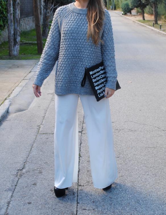 look pantalones palazzo blancos