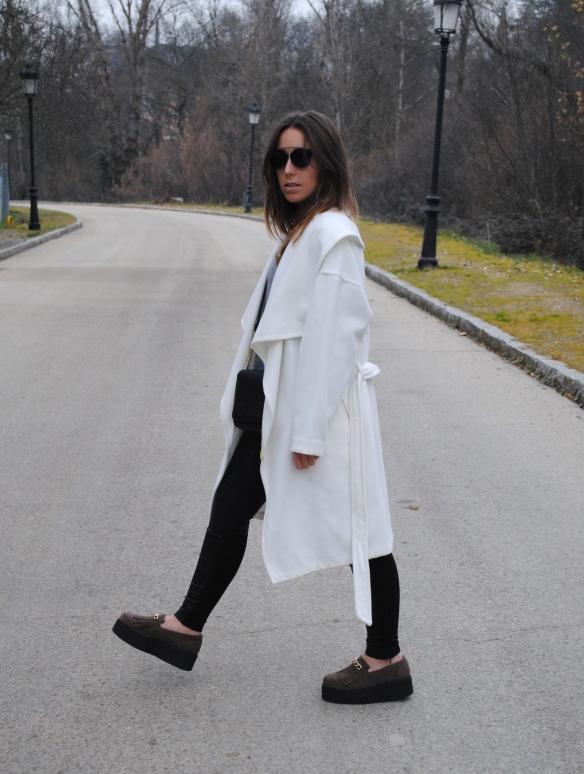 abrigo blanco oversized