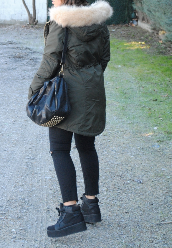 outfit invierno parka verde