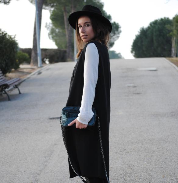 longline sleeveless blazer