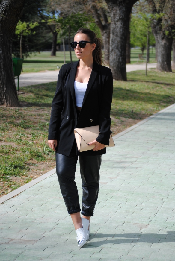 sporty chic spring outfit