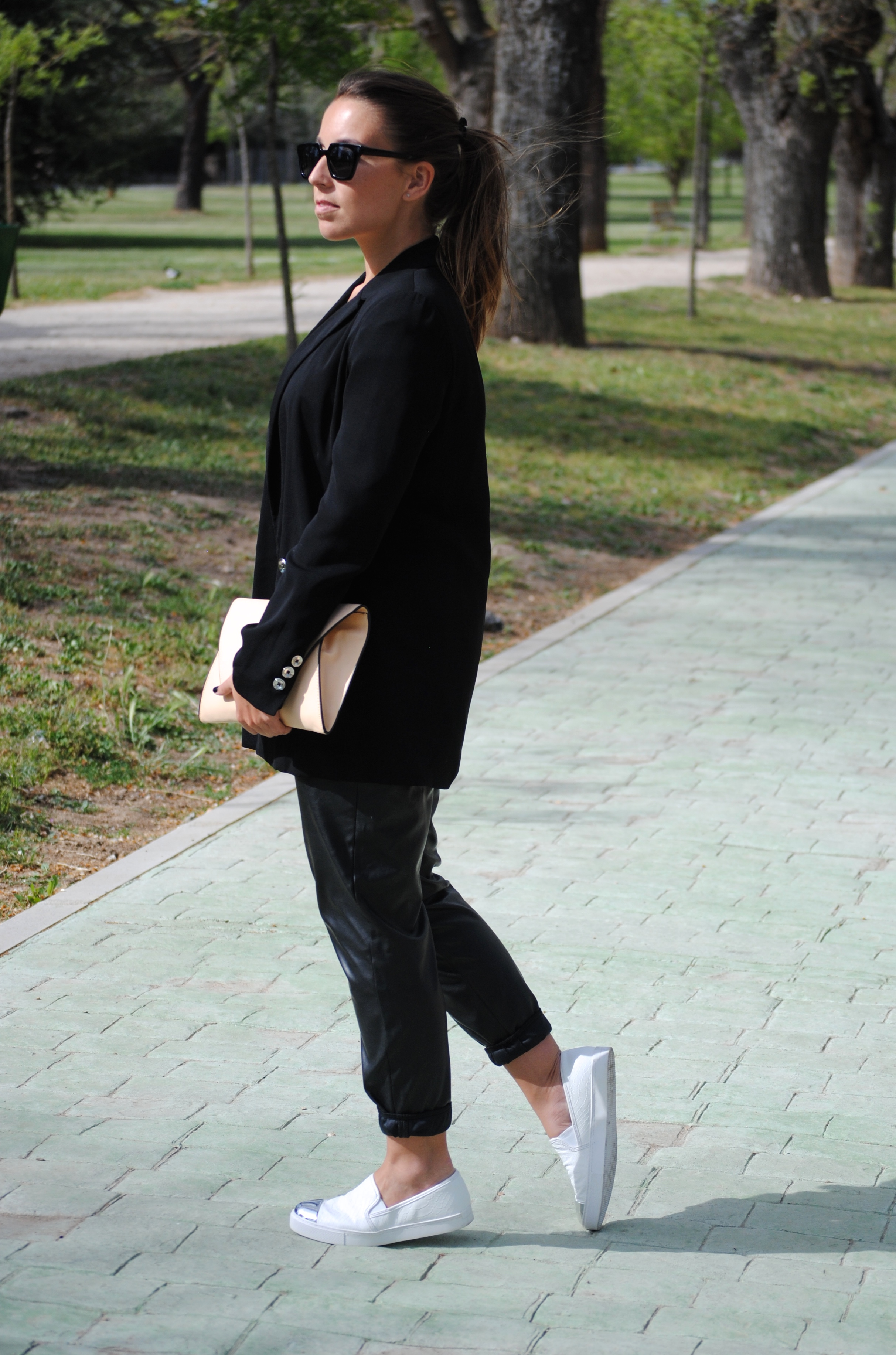 monochrome spring outfit