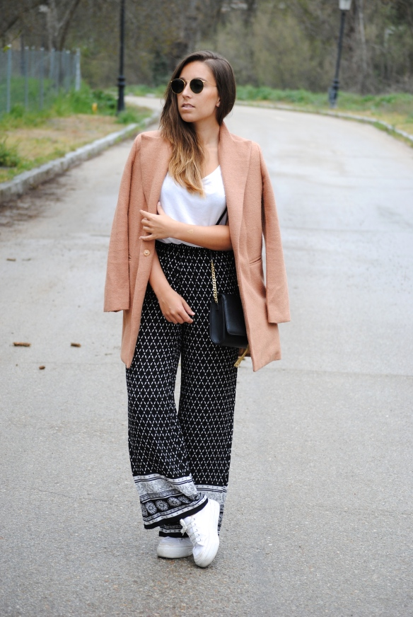 sneakers chic outfit