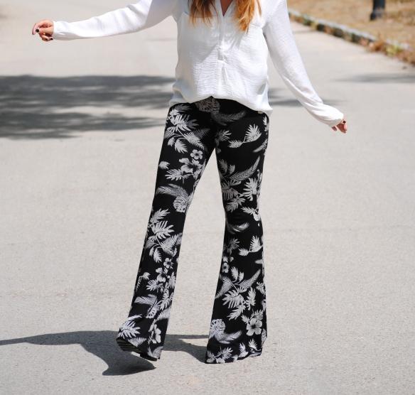 pantalones estampado palmeras