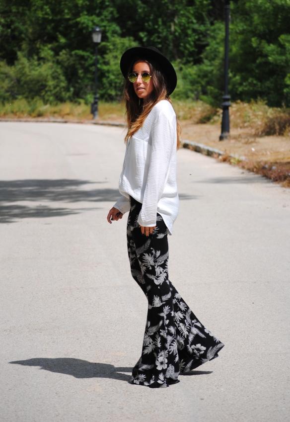outfit pantalones de campana